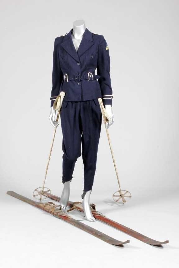 Lot 97-An Och Freres ski-suit, Swiss, late 1930s, of...