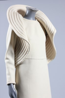 Lot 94-A Pierre Cardin cream wool crepe 'circle'...