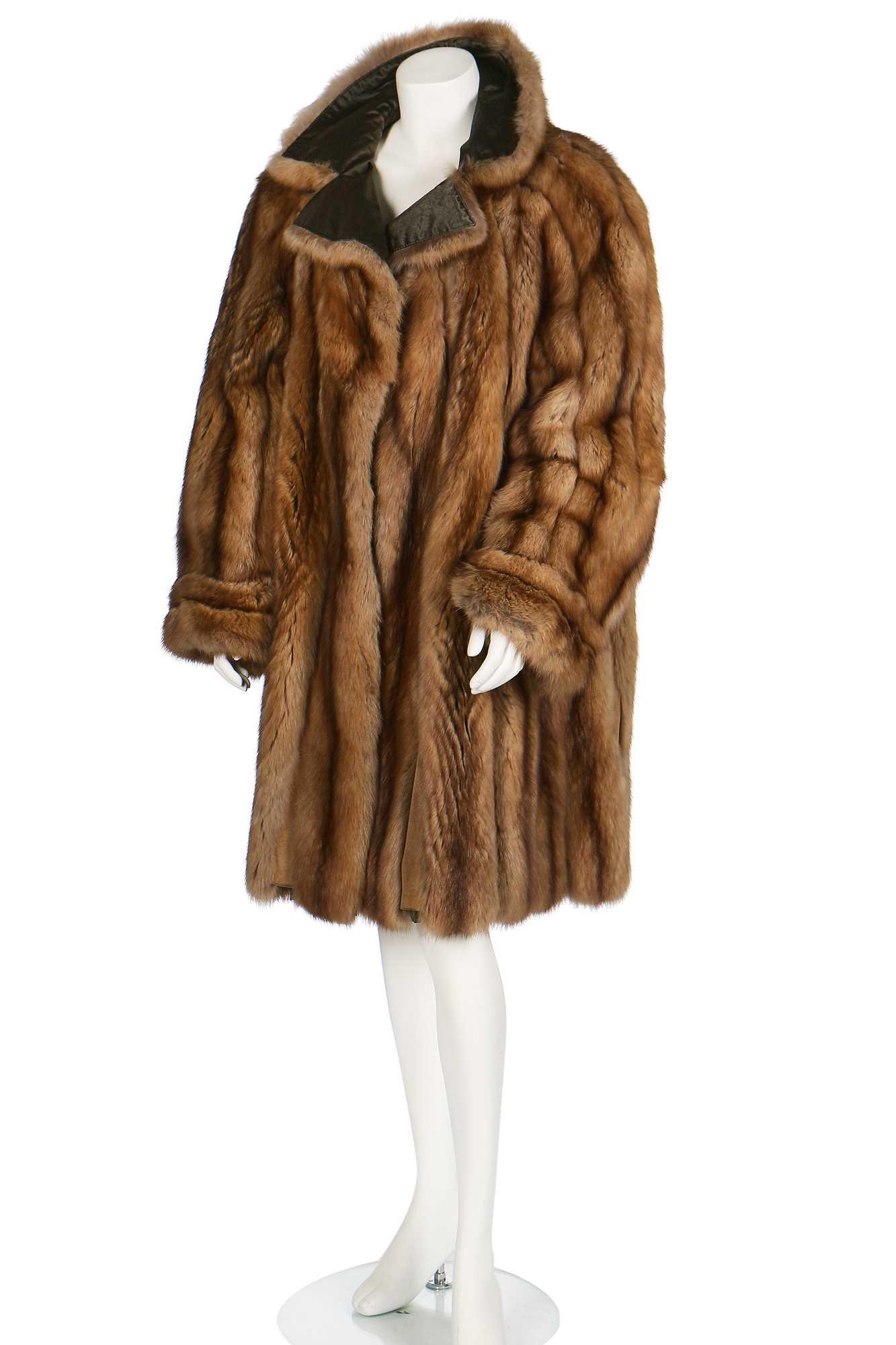 Lot 21-A de Carlis reversible golden sable coat, 1980s