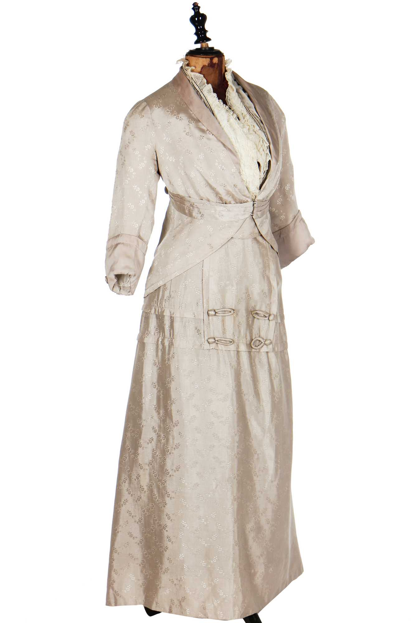 Lot 21 - A group of Edwardian summer whites, 1900-1910s