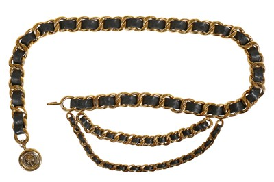 Lot 17 - A Chanel chunky gilt chain belt woven with leather, circa 1987
