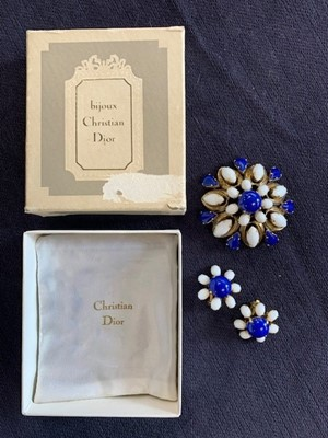 Lot 27 - A Dior demi-parure of polished blue and white 'stones' inset into gilt frames, 1964