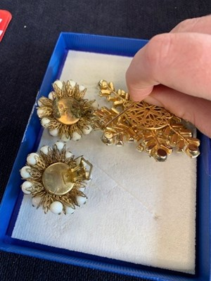 Lot 29 - A large group of costume jewellery, 1960s-1980s