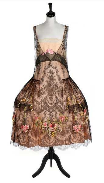 Lot 169 - A rare and important Boué Soeurs Robe de Style...