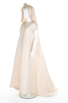 Lot 106-A fine and important Balenciaga couture ivory...