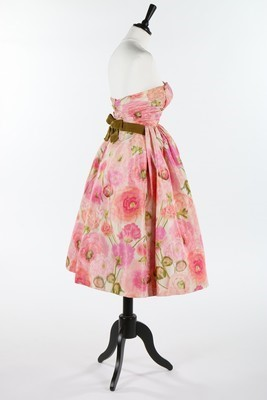 Lot 100-A Pierre Balmain couture chin taffeta cocktail...
