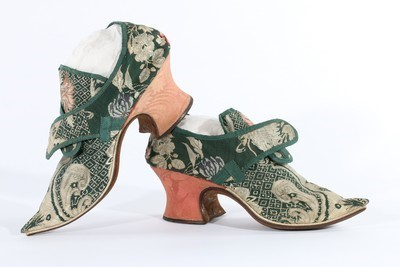 Lot 20-A fine pair of brocaded silk shoes, 1721, of dark ...